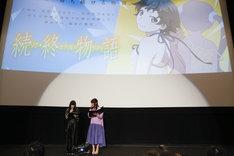 「続・終物語」の初日舞台挨拶の様子。左から喜多村英梨、井口裕香。