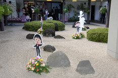 式場前の庭園。