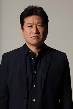 田高田役の佐藤二朗。