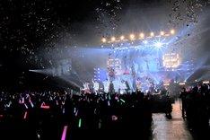 全出演者による「オールアイドル組曲 プリシャス♪」。
