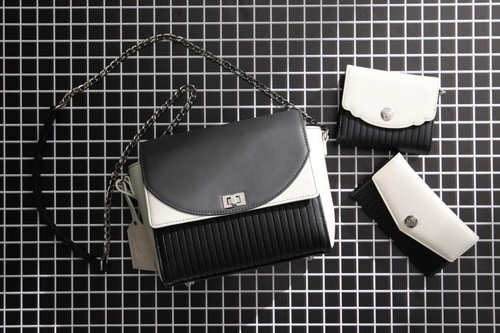 佐々木琲世モデルのバッグ、財布、スマートフォンケース。