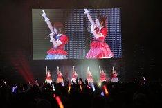 「ゾンビランドサガ」ステージイベントの様子。左から田中美海、田野アサミ、河瀬茉希、本渡楓、衣川里佳、種田梨沙。