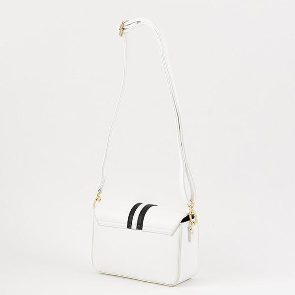 日本モデルのバッグ。