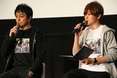 左からダグ役の三上哲、キリル役の天崎滉平。