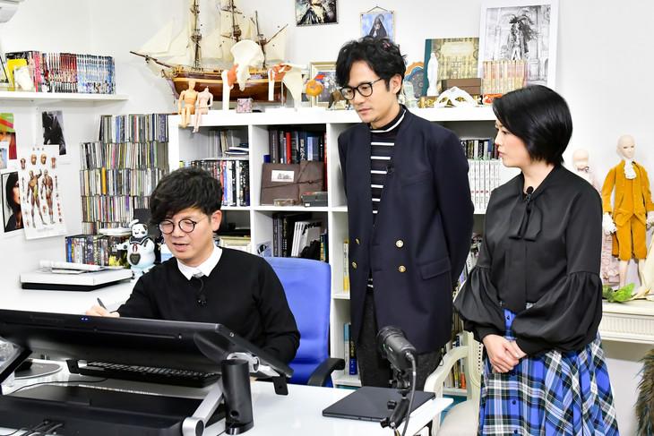 「ゴロウ・デラックス」より。左から坂本眞一、稲垣吾郎、外山惠理アナウンサー。