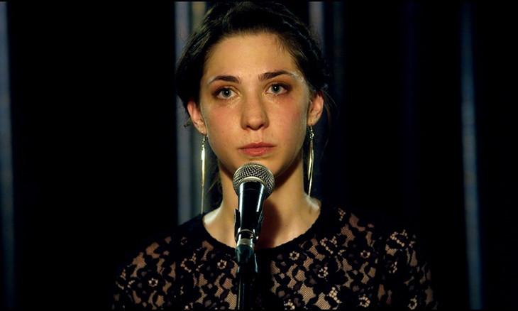 「ジュリアン」より、マティルド・オネヴ演じるジョゼフィーヌが「プラウド・メアリー」を歌うシーン。