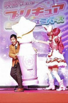 左から田中裕二(爆笑問題)、キュアホイップ。