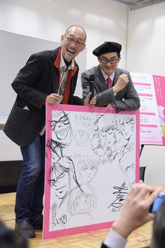 藤田和日郎(左)と島本和彦(右)。ボードに描かれたイラストは、トーク中に執筆された。