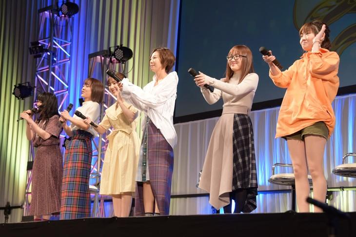 左から黒沢ともよ、朝井彩加、豊田萌絵、安済知佳、山岡ゆり、藤村鼓乃美。