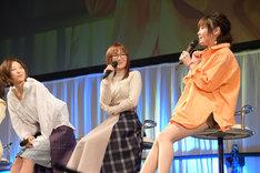 左から安済知佳、山岡ゆり、藤村鼓乃美。