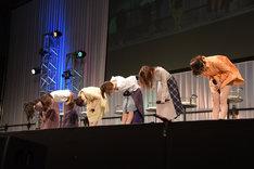 「劇場版 響け!ユーフォニアム~誓いのフィナーレ~」ステージイベントの様子。左から黒沢ともよ、朝井彩加、豊田萌絵、安済知佳、山岡ゆり、藤村鼓乃美。