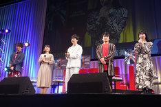 左から木村良平、東山奈央、福山潤、森田成一、折笠富美子。