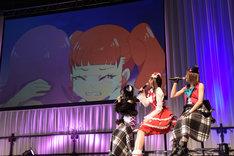 左から森嶋優花、芹澤優、若井友希。