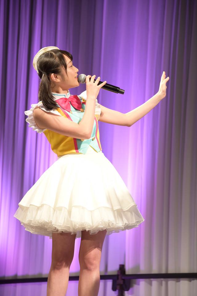「プリパラ」北条そふぃの声でCDを紹介する久保田未夢。