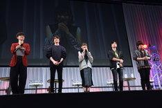 左から櫻井孝宏、花江夏樹、鬼頭明里、下野紘、松岡禎丞。