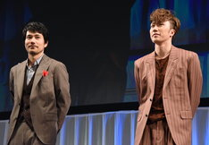 左から松山ケンイチ、早乙女太一。