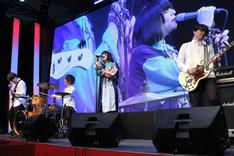 エンディングテーマ「WISH」を歌唱するmajiko。