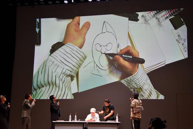ゆでたまご・中井義則がキン肉マンをライブで描く様子。