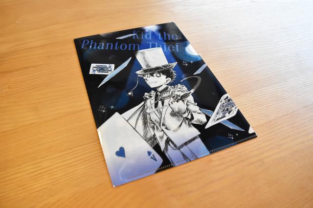 Sho-Comi9号に付属する「怪盗キッド 紺青のイリュージョンクリアファイル」の表面。
