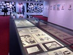 マンガ作品の原画も展示されている。