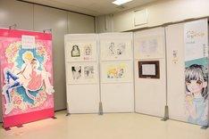 村田真優「ハニーレモンソーダ」の展示の様子。
