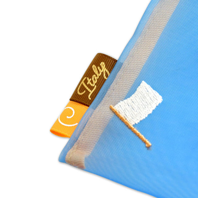 イタリアの刺繍メッシュポーチ。