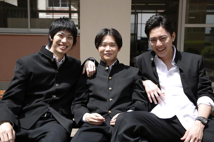左から渡辺大知扮する辻本潤、矢本悠馬扮する子安蒼太、間宮祥太朗扮する上妻圭右。