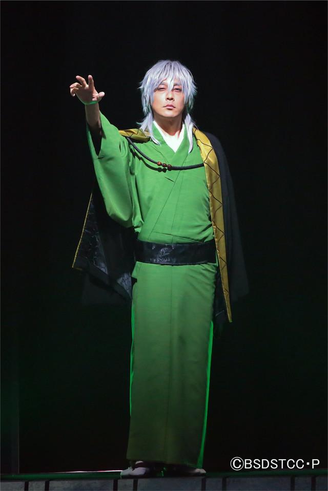 舞台「文豪ストレイドッグス 三社鼎立」より。(撮影:宮川舞子)