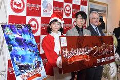 左から松澤千晶アナウンサー、糸曽賢志監督、ペッカ・オルパナ大使。
