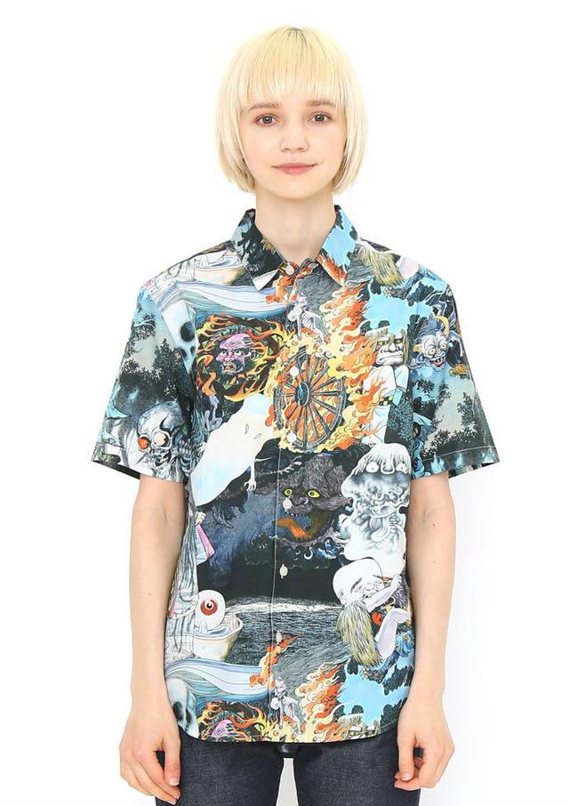 シャツ「妖怪大集合」の着用例。