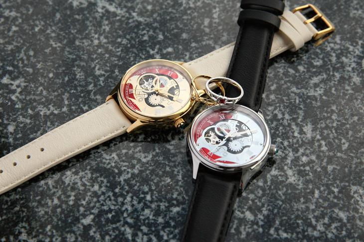玲央、真武をイメージした腕時計とリング。