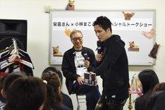 小林のCDを観客に見せながら、「ベースを構える位置が『TIME'S』の頃のKAZUMAみたい」と栄喜。