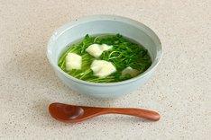 引っ越したばかりの凪が作った「豆苗すいとん」は1杯税込324円の低価格で、1日限定20食。
