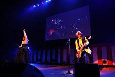 「『蒼穹のファフナー』シリーズ 15周年記念イベント~in 尾道~」のangelaによるライブパフォーマンスの様子。(写真:山口正人)