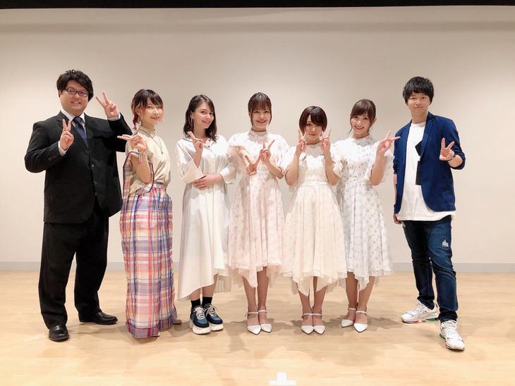左から古川洋平、朝日奈丸佳、Lynn、鈴代紗弓、富田美憂、白石晴香、逢坂良太。
