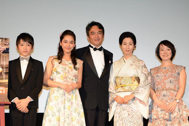 「ぼくが命をいただいた3日間」舞台挨拶の様子。左から若山耀人、平祐奈、高橋和也、松原智恵子、工藤里紗監督。