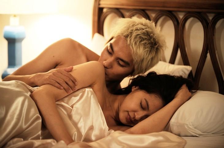 黒谷友香と中村蒼が恋におちる17歳差の男女を演じる「眠れぬ真珠」のワンシーン。 (c)BeeTV