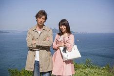 「探偵ミタライの事件簿 星籠の海」より、左から玉木宏、広瀬アリス。