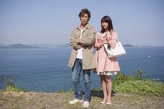 左から玉木宏、広瀬アリス。(c)映画「星籠の海」製作委員会