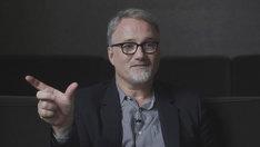 「Hitchcock - Truffaut(原題)」でインタビューに答えるデヴィッド・フィンチャー。