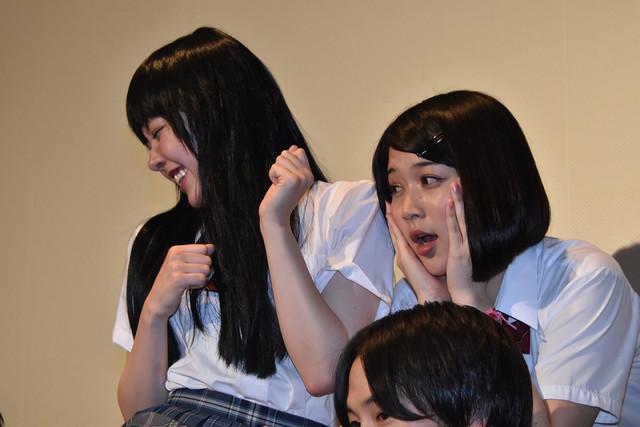 「心が折れそう!」と言う遠藤新菜と、柳英里紗。