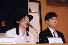 左から野田洋次郎と松永大司。
