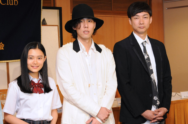 左から杉咲花、野田洋次郎、監督の松永大司。