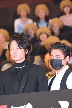 終始仲のよさをうかがわせた、綾野剛と山田孝之。