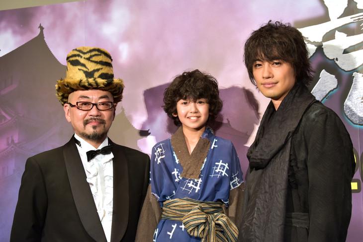 「虎影」完成披露試写会にて、左から西村喜廣、石川樹、斎藤工。