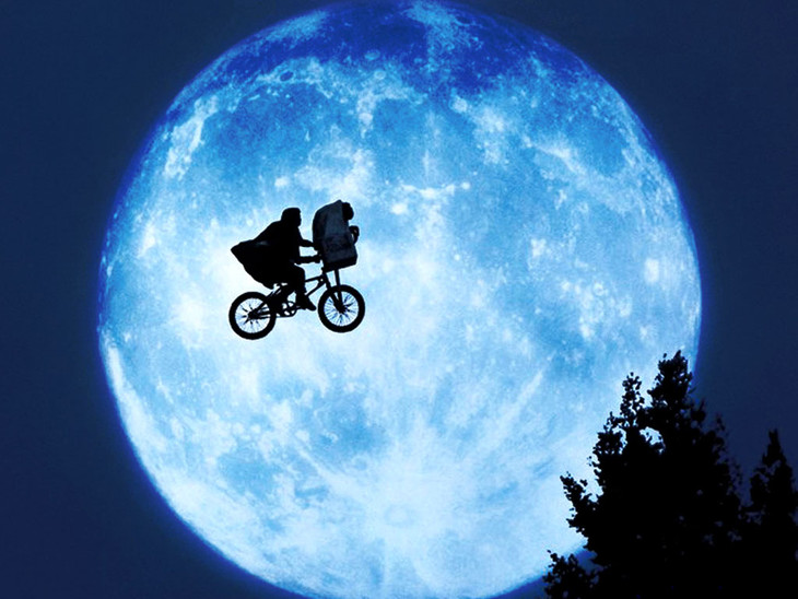 「E.T.」 (c)2002 Universal Studios.All Rights Reserved.