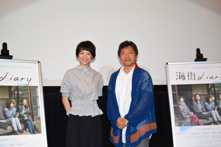 「海街diary」ティーチインイベントにて。左から夏帆、是枝裕和。
