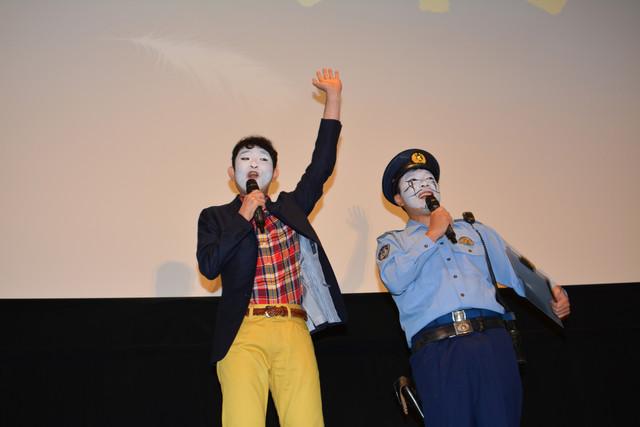 劇中と同じメイクで登場したMCの2人。左からキングオブコメディの今野浩喜、弾丸ジャッキーのオラキオ。