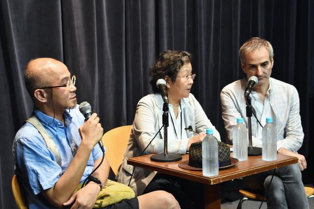 「~日仏映画作家『現代映画を語る』~」の模様。左から青山真治、オリヴィエ・アサイヤス。