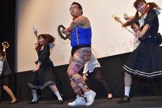 タンバリン芸人GONZO率いるダンス集団。